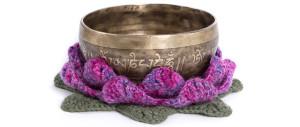 En tibetansk håndlavet klangskål med traditionelt dekoration